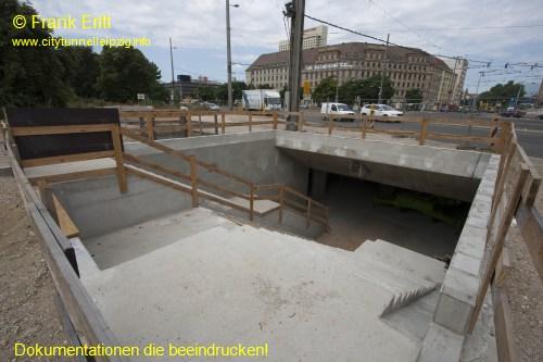 Fußgängertunnel Eingang Willy-Brandt-Platz